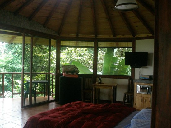 Hotel Cascata Del Bosco: 1st cabin, burgundy