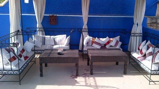 Riad Jomana: Petit salon sur la terrasse