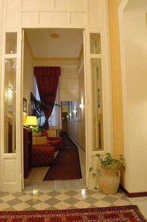 Hotel del Centro: Lobby View