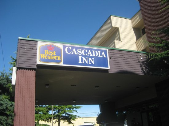 BEST WESTERN Cascadia Inn: Outside of the hotel