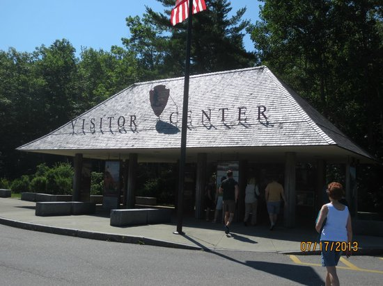 Hulls Cove Visitor Center: entrace to walkway