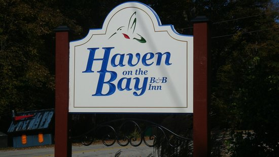 Haven on the Bay B&B: Sign