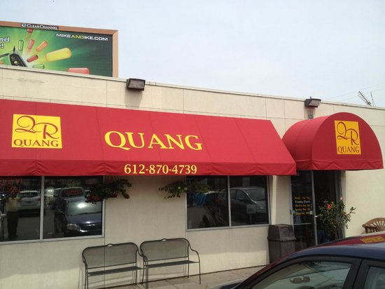 Quang Restaurant: Outside