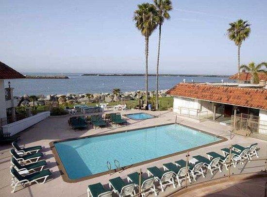Oceanside Marina Suites: Heated Pool