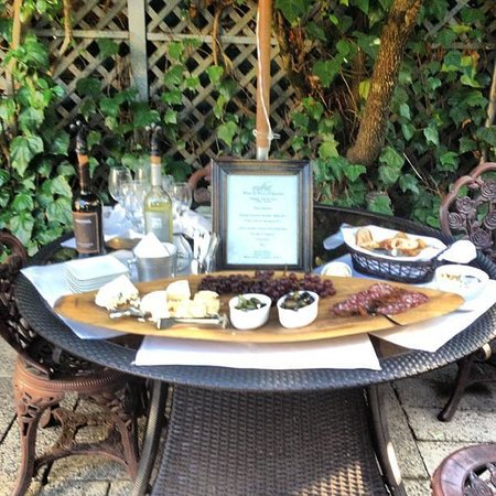 1801 First Luxury Inn: Wine & Cheese on the patio