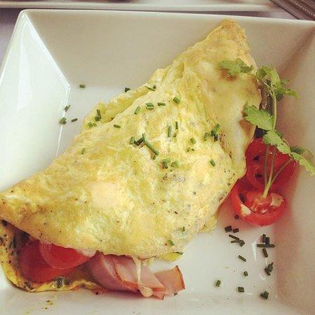 1801 First Luxury Inn: Pesto Omelet Breakfast