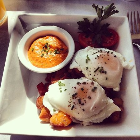 1801 First Luxury Inn: Poached Eggs, Meat & Potatoes