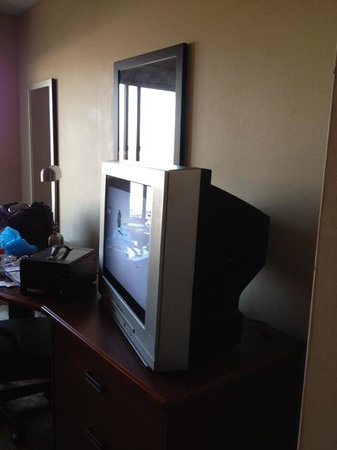 Sleep Inn & Suites Rehoboth Beach Area: Old TV and Ionizer