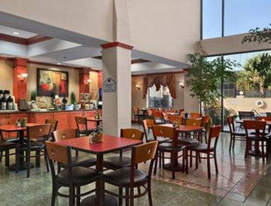 Wingate Houston Bush Intercontinental Airport IAH : Breakfast Area