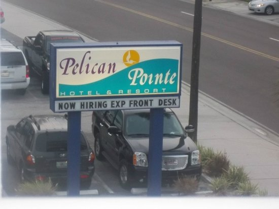 Pelican Pointe Hotel and Resort: right on the strip