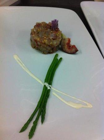 Balubino al Mare : tartare di ombrina ai pistacchi e nocciole con asparagi selvatici