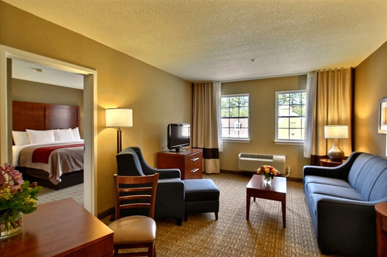 Comfort Inn & Suites North Conway: One bedroom suite with king bed