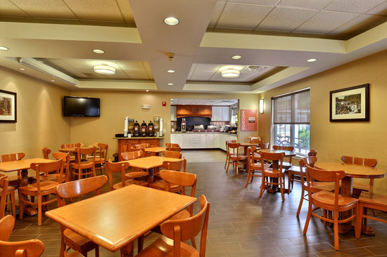 Comfort Inn & Suites North Conway: Breakfast area