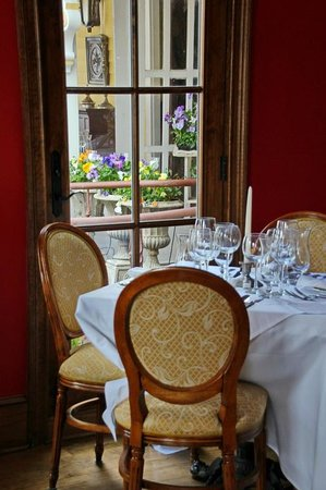 The Gables Inn and Restaurant : Red Dining Room at the Gables