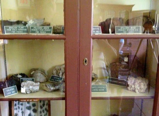 Tyler Arboretum: The geology collection in Painter library