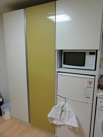 Zaza Backpackers Hostel: Wardrobe, fridge, cupboard & microwave