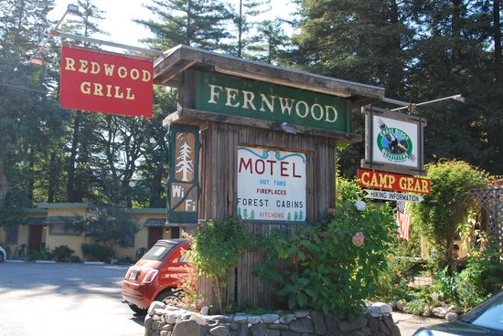 Fernwood Resort: you can see the motel in the background...