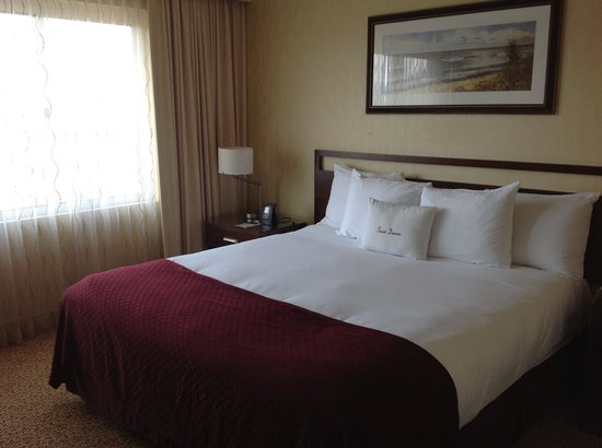 sala picture of doubletree suites by hilton santa monica. Black Bedroom Furniture Sets. Home Design Ideas