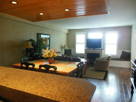 Cherokee Lodge Condos: main living area