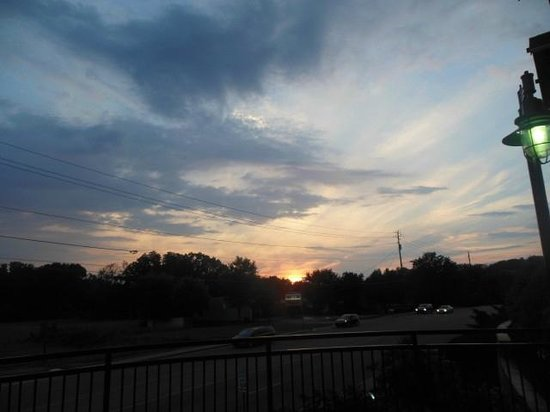 Cherokee Lodge Condos: sunset from pool deck