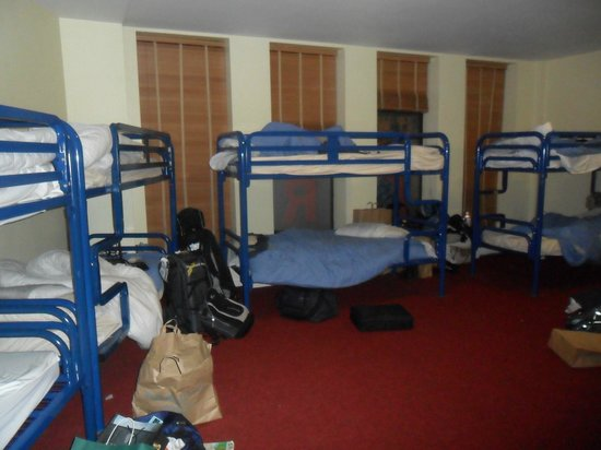 Abigails Hostel: Pic of the large dorm room