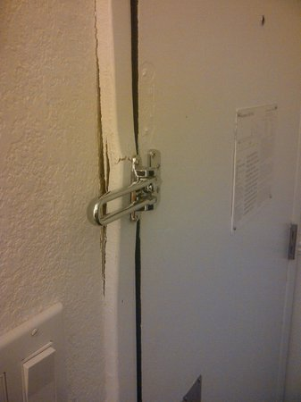 Hotel Rosedale : Secure Safety latch, feel real safe with this