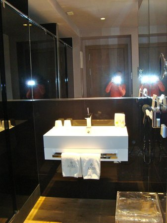 ANBA Bed&Breakfast Deluxe : bathroom at the ANBA