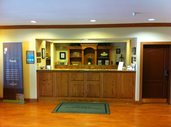 Country Inn & Suites By Carlson, Manteno: Front desk