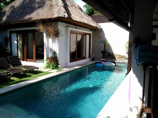 Villa Kamboja: Bedroom with two single beds