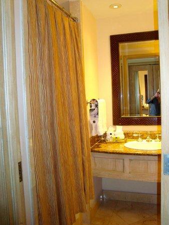 Real InterContinental Tegucigalpa at Multiplaza Mall: Hotel Real Intercontinental bathroom