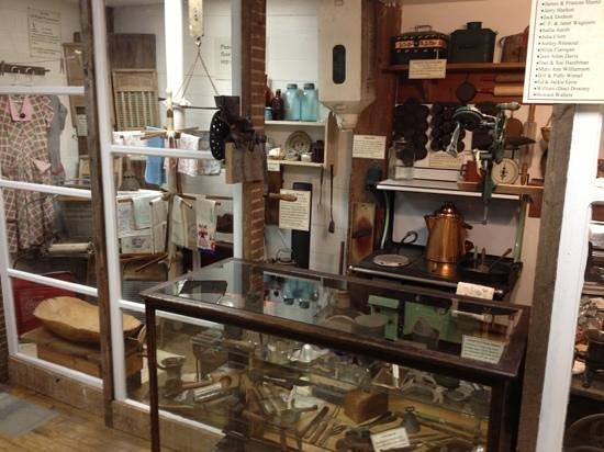 Edinburg Mill - store scene.