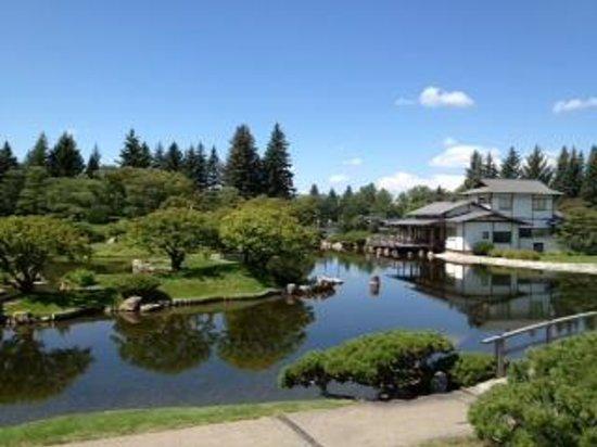 Nikka Yuko Japanese Garden: a picture of the gardens