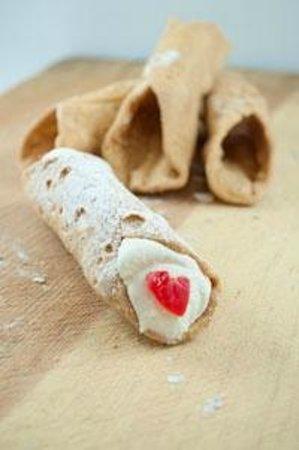 J Noto Bakery: Ricotta Cannoli