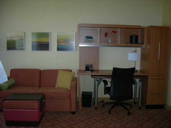 TownePlace Suites Mississauga-Airport Corporate Centre: nice work area