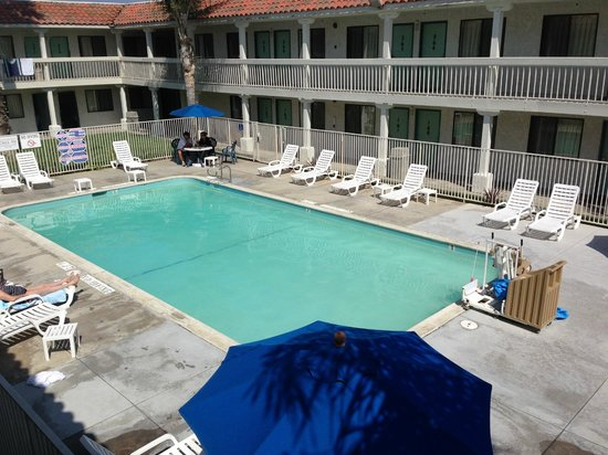 Motel 6 Carlsbad South : Out Door Pool