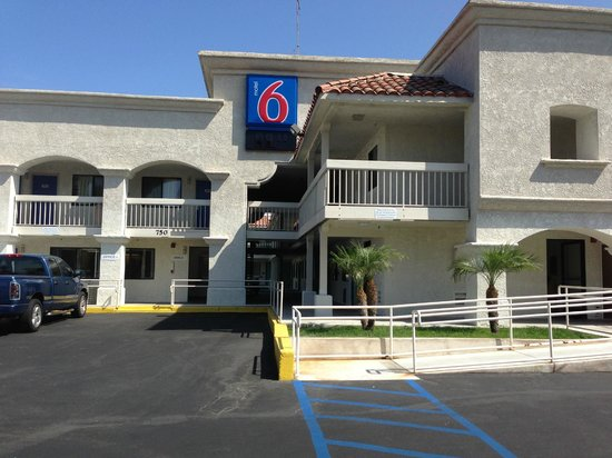 Motel 6 Carlsbad South : Front Of Hotel