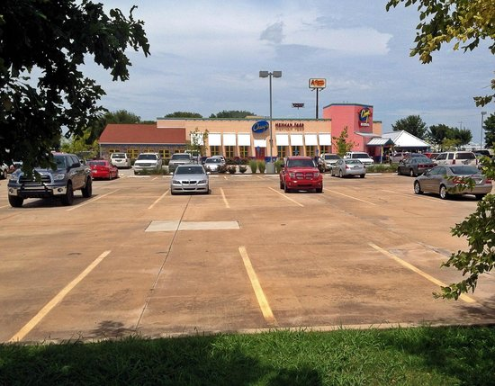 Chuy's Norman : Chuy's in Norman offers ample parking, but it's usually full during peak times (Friday/Saturday)