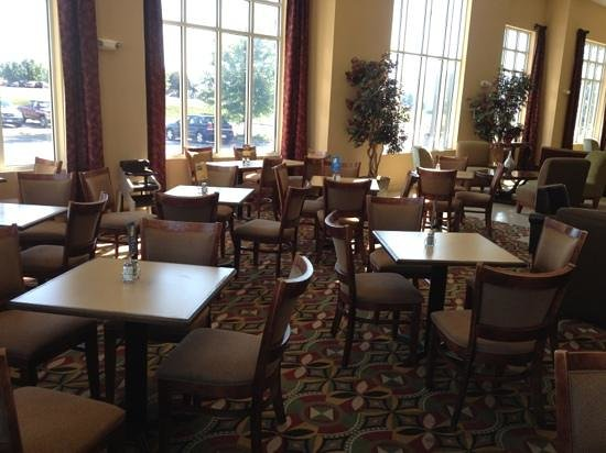 Holiday Inn Express Woodstock / Shenandoah Valley : Breakfast dining area.
