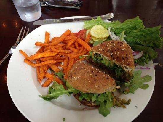 Eddyline Restaurant at South Main: Carpe Diem Burger with guacamole