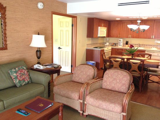 Kauai Coast Resort at the Beachboy: Living room, Kitchen/dining in 2 bedroom suite