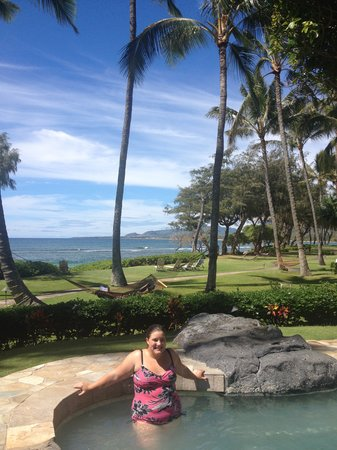 Kauai Coast Resort at the Beachboy: Hot tub, ocean and the very well maintained grounds