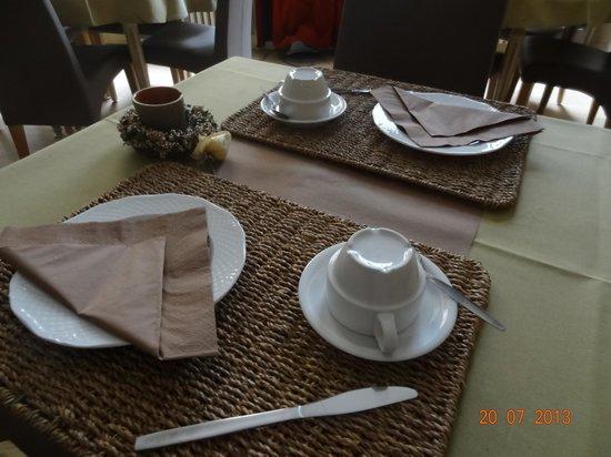 Hotel Van Eyck: café da manha preparado com carinho