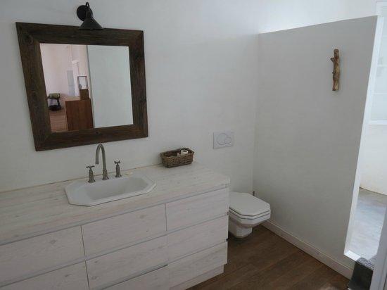 Hotel Tres Sants: El Carme Apartment bathroom