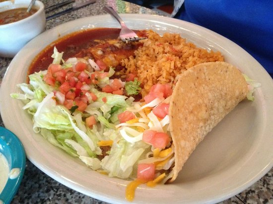 Chuy's Norman : Taco and enchilada plate.