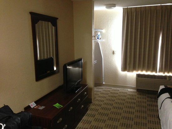 Extended Stay America - Columbus - Worthington : dresser and tv