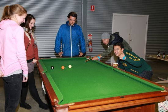 Banjo's Backpackers: Free Pool