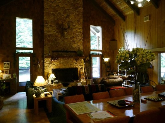 Manitou Lodge Bed and Breakfast: Lodge