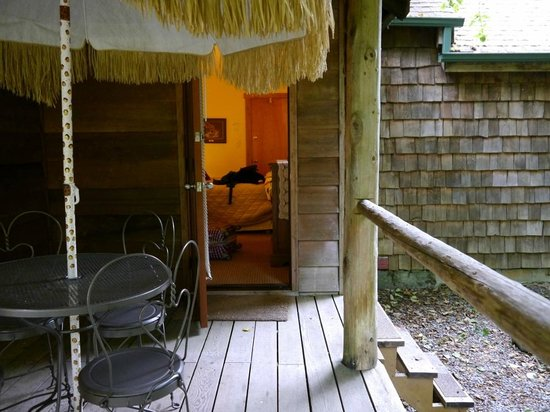 Manitou Lodge Bed and Breakfast: Zimmer nach außen