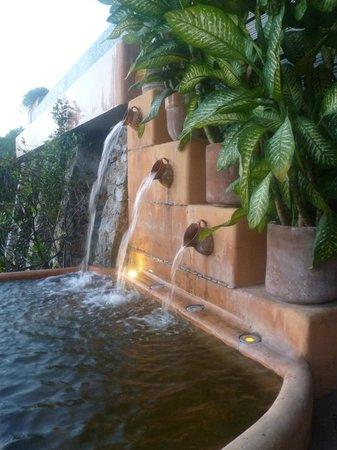 Casa Cuitlateca: waterfall