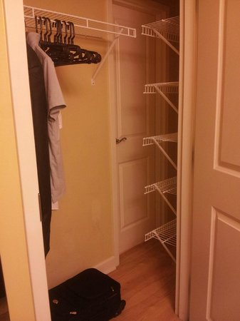 TownePlace Suites Jacksonville Butler Boulevard : Closet/Pantry